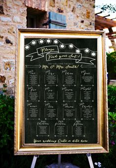 This printable chalkboard seating chart by LCoOnEtsy gives a DIY feel, without all of the mess and hard work. #printablechalkboardchart
