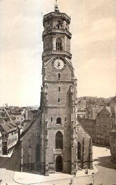 """Hauptturm der Stiftskirche / im Hintergrund rechts, der """"König von England""""/   https://www.facebook.com/stuttgarthistorisch/photos/a.193233527475046.46820.193231040808628/1158686964263026/?type=3"""
