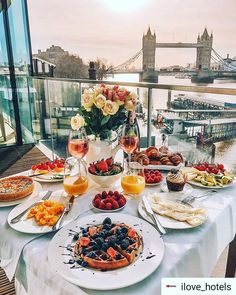 Vacation Trips, Dream Vacations, Sunrise Breakfast, Morning Breakfast, Beautiful Places To Travel, Romantic Dinners, Aesthetic Food, Destinations, Food And Drink