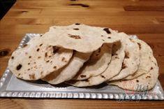 Jen voda, mouka a olej. Pár minut a máte hotovou nejlepší náhradu chleba. | NejRecept.cz Jen, Street Food, Bread, Ethnic Recipes, Brot, Baking, Breads, Buns