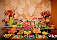 Tropical Party para @nayanaaldayuz e @gracielaaldayuzoficial Painel em Scrap folhas + Decoracao + Scrap 3D + Personalizados de luxo + lembrancinhas: @afadamadrinhaoficial Fotos: @ainfantilfotografia Bolos modelo Drip Cake + Carrinho de brigadeiro Gourmet: @meuchocolate_oficial Mobiliário: @surpreendasefestas Peças: @santa_festa_bh