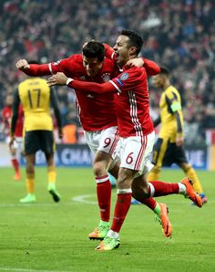 Thiago Alcantara (R) of Muenchen celebrate with team mates Robert Lewandowski the 3rd goal during the UEFA Champions League Round of 16 first leg match between FC Bayern Muenchen and Arsenal FC at Allianz Arena on February 15, 2017 in Munich, Germany.