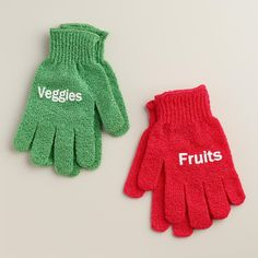 "Gloves to get your foods clean (<a href=""http://go.redirectingat.com?id=74679X1524629&sref=https%3A%2F%2Fwww.buzzfeed.com%2Fjessicaprobus%2Fget-sqeaky&url=http%3A%2F%2Fwww.worldmarket.com%2Fproduct%2Ffruit%2Band%2Bvegetable%2Bscrubbing%2Bgloves%252C%2Bset%2Bof%2B2.do%3F%26amp%3Bfrom%3Dfn&xcust=https%3A%2F%2Fwww.buzzfeed.com%2Fjessicaprobus%2Fget-sqeaky%7CBFLITE&xs=1"" target=""_blank"">$8</a>)."