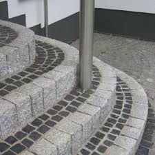 Bild Ergebnis für podeststufe dunkler granit pflaster
