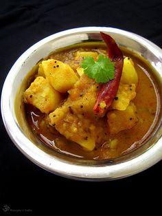 Potato curry / Zemiakove kari  http://akochutimasala.blogspot.in/2014/09/zemiakove-kari.html