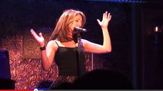 Cantora imita 19 divas em apenas uma música e tem quase 3 milhões de acessos no Youtube; assista