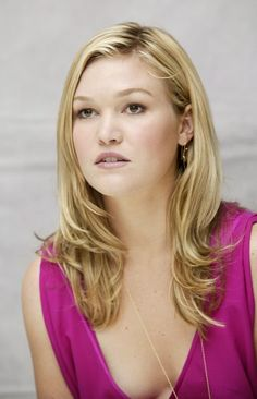 Julia Stiles bgt ya aq nonton filmnya the prince &me# Gorgeous Hair, Gorgeous Women, Beautiful People, New York City, Hollywood Celebrities, Beautiful Actresses, Cute Hairstyles, Girl Crushes, Pretty Woman
