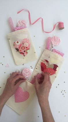These Heartfelt Favor Bags are Super Simple to DIY and are perfect for wedding favor bags or valentines favor bags Valentine Day Crafts, Be My Valentine, Holiday Crafts, Valentines Goodie Bags, Valentine Ideas, Funny Valentine, Diy Wedding Video, Wedding Ideas, Crafts For Kids
