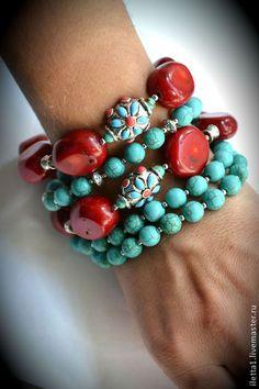 "pulsera hecha a mano ""Turquía"" (Turquesa, Coral). Hecho a mano.  https://www.pinterest.com/malugrajalesv/"