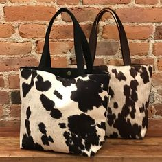 Eco-Friendly Cowhide Tote purses Cowhide Fabric, Cowhide Purse, Cowhide Leather, Tote Pattern, Cool Boots, Cow Print, Printed Bags, Tote Purse, Hand Bags