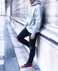 #paris #hoodie #ootd #ootdmen #street #streetstyle #stylemen #look #style #fashion #fashionista #men #menswear #menstyle #mensstyle #menfashion #mensfashion #mensfashionpost #simplefits #champion #instafashion #minimalmovement #mode #moda #nike #jordan #banned #jordan1 #bred #sneakers