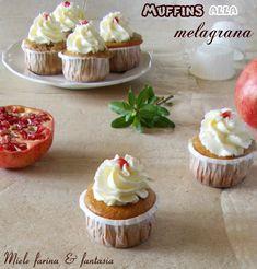 Soffici, golosi e pratici, perfetti a colazione o nel tempo libero. Mini Cupcakes, Frosting, Desserts, Food, Fantasy, Tailgate Desserts, Deserts, Cake Glaze, Essen