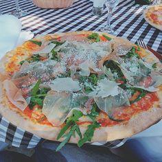 Eine #Pizza Parma mit leckerem #parmaschinken im Piazza Fontana ein italienisches #Restaurant in #Berlin-#Zehlendorf. #schinken #foodlove #foodgasmde #foodporn #essensbilder #italienisch #yammy #yammy #lecker #essen #Mittagessen #Rucola #
