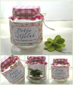 A jar of luck! This is a great gift for a person that has almost everything ; Geef iemand een potje geluk, met daarin allemaal lieve woordjes/complimenten/hart onder de riem/snoepjes etc. Little Presents, Diy Presents, Little Gifts, Pot Mason, Mason Jars, Jar Gifts, Creative Gifts, Homemade Gifts, Craft Gifts