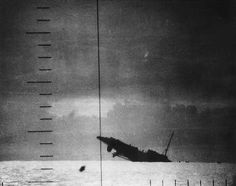 Japanese Patrol Boat sinking after being torpedoed by American submarine Seawolf, 23 Apr seen from Seawolf's periscope, photo 2 of 2 BFD Ww2 Photos, History Photos, Imperial Japanese Navy, Merchant Navy, History Online, United States Navy, Submarines, War Machine, Battleship