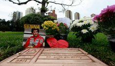 visita túmulo ayrton senna cemitério morumbi são paulo (Foto: Agência Reuters)