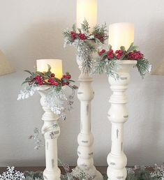 """Simplicity is the keynote of all true elegance."" Coco Chanel ""Simplicity is the core of all true elegance. Country Christmas, Christmas 2019, Winter Christmas, Christmas Home, Christmas Wreaths, Simple Christmas Gifts, Christmas Candles, Christmas Centerpieces, Xmas Decorations"