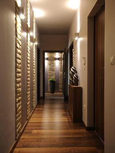 New Narrow Hallway Lighting Interiors 65 Ideas Modern Hallway, Entry Hallway, Entrance Hall, Contemporary Hallway, Hallway Paint, Narrow Entryway, Dark Hallway, Modern Stairs, Contemporary Design