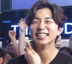 The way he scrunches his nose while smiling my heart goes woopoppplalalalatatdadalalalanananaoppasaraghae Gong Yoo Smile, Yoo Gong, Korean Celebrities, Korean Actors, Goblin Korean Drama, Goong Yoo, Kdrama, Smile Gif, Handsome Actors