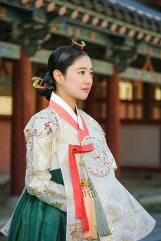 Korean Traditional Dress, Traditional Fashion, Traditional Dresses, Korean Dress, Korean Outfits, Korean Princess, Modern Hanbok, Beautiful Costumes, Cute Korean
