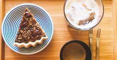 La pecan pie, ou« tarte auxnoix de pécan» en français, ou également« tarteaux pacanes », est un dessert dont l'origine reste floue. Elle proviendrait du sud des Etats-Unis, là où est pro…
