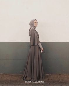 Ideas dress simple bridesmaid brides for 2019 Hijab Gown, Kebaya Hijab, Hijab Dress Party, Kebaya Dress, Prom Dress, Dress Long, Wedding Dress, Spring Dresses Casual, Winter Dress Outfits