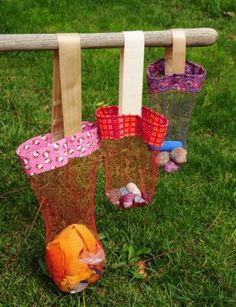 OMG!  Have to make this.  It's recycled, AND the perfect thing to bring shells home in from the beach.