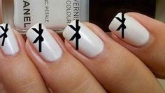 Beautiful Bows | 22 DIY Minimalist Monochrome Manicures