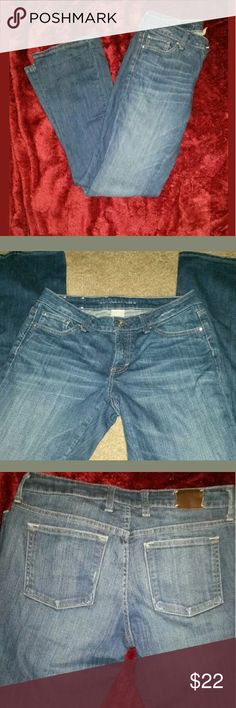 Banana Republic Blue Jeans Curvy Boot Cut Size 28 Banana Republic Blue Jeans Curvy Boot Cut Size 28 x 33 EUC  Jeans in great condition. 29 inch waist. 37 inch hip. 33 inch inseam.   LA Banana Republic Jeans Boot Cut