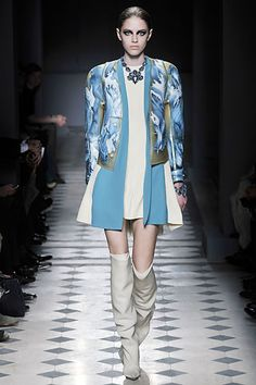 Balenciaga Fall 2008 Ready-to-Wear Collection Slideshow on Style.com Nicolas Ghesquiere, Fashion 2008, Fashion Show, Paris Fashion, Long Tops, Balenciaga, Bag Accessories, Runway, Cool Outfits