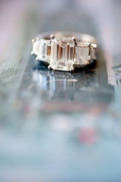 beautiful three stone emerald cutting diamond wedding engagement rings