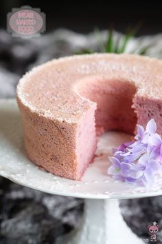 Purple Sweet Potato Chiffon Cake 15 Mesmerizing Cakes You Absolutely Have To Eat This Summer Banana Recipes, Cake Recipes, Dessert Recipes, Cake Pops, Purple Sweet Potatoes, Light Cakes, Purple Yam, Pecan Cake, Traditional Cakes