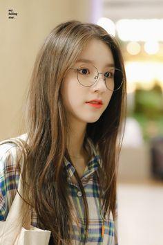 LOONA-HeeJin 190820 LAX - Incheon Airport Kpop Girl Groups, Korean Girl Groups, Kpop Girls, Korean Beauty, Asian Beauty, Couple Aesthetic, Girl Wallpaper, Celebrity Couples, Ulzzang Girl