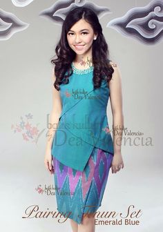 Pairing Tenun Set by Dea Valencia Blouse Batik, Batik Dress, Mode Batik, Simple Dresses, Dresses For Work, Batik Kebaya, Batik Fashion, Divas, Ethnic Dress