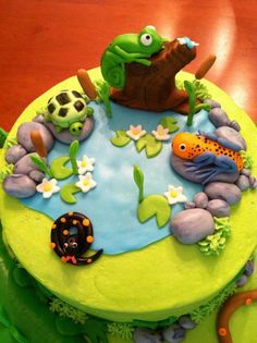 Reptile cake top, inspired by a design I saw online. Animal Birthday Cakes, Animal Cakes, Lizard Cake, Cake Cookies, Cupcake Cakes, Bug Cake, Reptile Party, Jungle Cake, Cakes For Boys