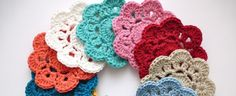 So here it is, the Maybelle Crochet Flower.  I just can't stop making these lovelies. They are super si...