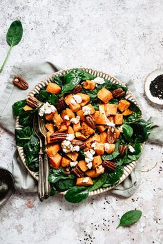 SPINACH GOAT CHEESE SALAD WITH PECANS AND SWEET POTATOES / spring salad / spinach salad / sweet potatoes salad / pecan salad / salad food photography / salad photography