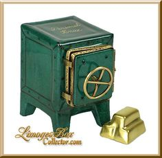 Personal Safe with Gold Bars Limoges Box by Beauchamp. Cute Box, Pretty Box, Personal Safe, Jewelry Dresser, Glass Boxes, Pill Boxes, Tiny Treasures, Treasure Boxes, Little Boxes