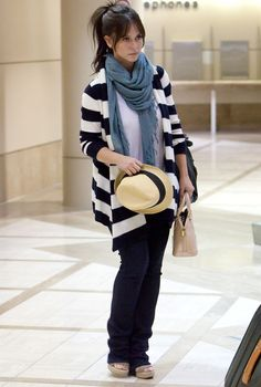 Jennifer Love Hewitt: striped black and white jacket, loose jeans, blue scarf, white top, hat. #curvy #streetstyle #plussize