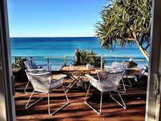 Relájate en este salón con salida a terraza con vistas inmejorables del mar. Deja que la brisa sea la protagonista de tus vacaciones en #Australia