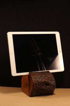 Soporte para tablet y teléfono tallado en madera por ArtesMoldovan