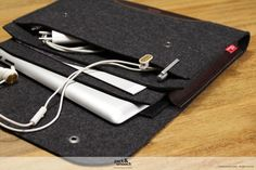 CORRIEDALE Size S    - Designed for your tablet  - 100% finest wool felt (Made in Germany)  - Pure vegetable tanned natural leather  - Inner felt layer for extra protection (can be taken out if necessery)  - Also fits your USB-charger or keyboard  - Intelligent side parts. If you carry less it folds very flat.  - Extra front pocket for small stuff like headphones, mobile phone or your pen.      MATERIALS:  We exclusively use 100% Merino wool felt with extra fine quality.  With a special unit…