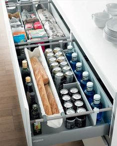 This is heaven. Look how clean it is! Kitchen Cupboard Doors, Modern Kitchen Cabinets, Kitchen Drawers, Kitchen Pantry, Kitchen Dining, Home Organisation, Kitchen Organization, Organizing, Kitchen Storage Solutions