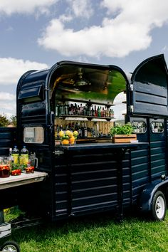 What a cool idea a horse box converted into a bar - perfect for a festival themed wedding. Catering Trailer, Food Trailer, Concession Trailer, Coffee Carts, Coffee Truck, Mobile Bar, Food Trucks, Festival Themed Party, Festival Wedding
