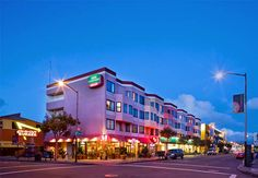 La arquitectura de San Francisco la distingue como una pintoresca ciudad para recorrer en sus vacaciones. Elija un hotel y visite la ciudad.