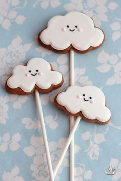 :) Cute way to decorate cookies.