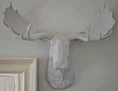 DIY *FAUX* taxidermy.......... uh yes! Home Crafts, Arts And Crafts, Diy Crafts, Adult Safari Party, Craft Projects, Projects To Try, Craft Ideas, Diy Ideas, Moose Head