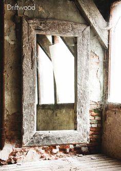 spiegel met stoere houten lijst