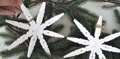 Of je er nu een ster of sneeuwvlok in ziet, deze kerstdecoratie maken van wasknijpers is niet moeilijk en erg goedkoop! Bekijk de DIY met foto's!
