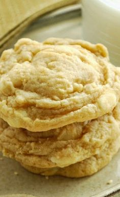 Banana Cream Cookie recipe incorporates banana pudding mix & banana into delectable cookies! Simple recipe for soft, flavorful & perfectly sweet cookies. If you love banana cream pie, you've got to try these cookies! Cookie Desserts, Just Desserts, Cookie Recipes, Delicious Desserts, Dessert Recipes, Yummy Food, Sweet Cookies, Yummy Cookies, Sweet Treats